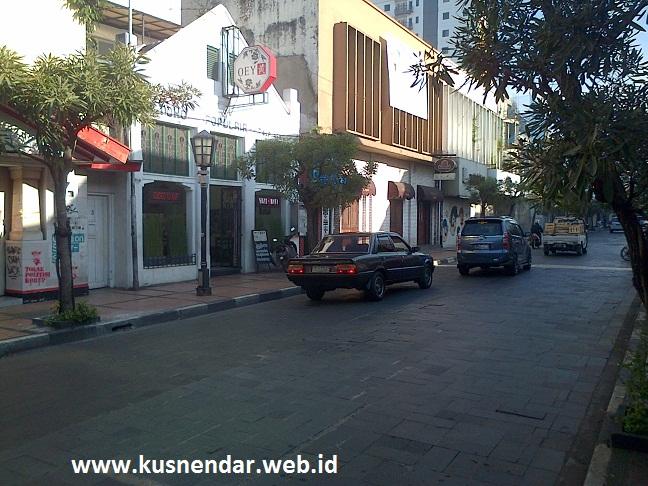 Suasana Pagi di Jalan Braga